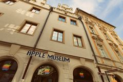ΠΡΑΓΑ, ΒΟΗΜΙΑ, ΔΗΜΟΚΡΑΤΊΑ ΤΗΣ ΤΣΕΧΊΑΣ - μουσείο της Apple στην Πράγα, η παλαιά πόλη, στις 14 Αυγούστου 2016 στοκ εικόνες με δικαίωμα ελεύθερης χρήσης