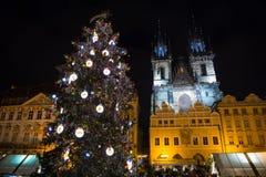 ΠΡΑΓΑ, ΔΗΜΟΚΡΑΤΊΑ ΤΗΣ ΤΣΕΧΊΑΣ - 9 12 2017: Αγορά Χριστουγέννων στην παλαιά πλατεία της πόλης, Τσεχία Στοκ Φωτογραφίες