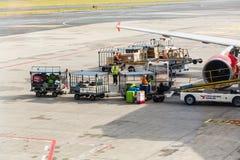 ΠΡΑΓΑ, ΔΗΜΟΚΡΑΤΊΑ ΤΗΣ ΤΣΕΧΊΑΣ - 16 ΙΟΥΝΊΟΥ 2017: Διεθνής αερολιμένας του Βάτσλαβ Χάβελ Πράγα, Ruzyne, Δημοκρατία της Τσεχίας επιβ Στοκ Φωτογραφίες