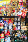ΠΡΑΓΑ, ΔΗΜΟΚΡΑΤΊΑ ΤΗΣ ΤΣΕΧΊΑΣ - 15 ΜΑΐΟΥ: Προθήκη του καταστήματος αναμνηστικών στις δημόσιες σχέσεις Στοκ Εικόνες