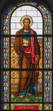 ΠΡΑΓΑ, ΔΗΜΟΚΡΑΤΊΑ ΤΗΣ ΤΣΕΧΊΑΣ - 13 ΟΚΤΩΒΡΊΟΥ 2018: Ο απόστολος Άγιος Matthias ο Ευαγγελιστής στο λεκιασμένο γυαλί στοκ εικόνα