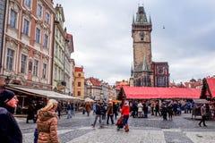 ΠΡΑΓΑ, ΔΗΜΟΚΡΑΤΊΑ ΤΗΣ ΤΣΕΧΊΑΣ - 23 ΔΕΚΕΜΒΡΊΟΥ: παραδοσιακά Χριστούγεννα τουρίστες Στοκ Εικόνα