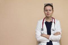 Πραγματικός γιατρός με το στηθοσκόπιο Στοκ φωτογραφία με δικαίωμα ελεύθερης χρήσης