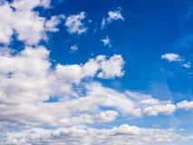 Πραγματικός φυσικός νεφελώδης μπλε ουρανός Στοκ Εικόνες