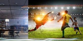 Πραγματικό δωμάτιο εναντίον του ποδοσφαιρικού παιχνιδιού σταδίων εικονικής πραγματικότητας στοκ εικόνα
