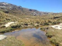 Πραγματοποιώντας οδοιπορικό Cerro Champaqui από τη βίλα Alpina, CÃ ³ rdoba, Αργεντινή στοκ εικόνες