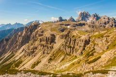 Πραγματοποιώντας οδοιπορικό γύρω από τις τρεις αιχμές, ιταλικές Άλπεις στοκ φωτογραφία