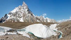 Πραγματοποιώντας οδοιπορικό στον παγετώνα Baltoro, Πακιστάν Στοκ Εικόνες