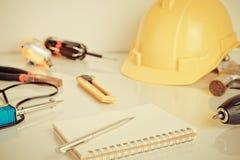 Πρακτικά εργαλεία επισκευής ατόμων κατασκευής Στοκ εικόνα με δικαίωμα ελεύθερης χρήσης