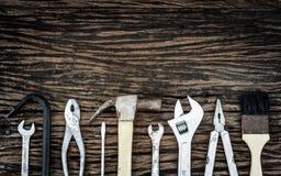 Πρακτικά εργαλεία στο ξύλινο υπόβαθρο Στοκ Φωτογραφία