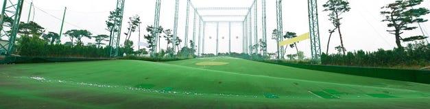 πρακτική γκολφ πεδίων Στοκ φωτογραφία με δικαίωμα ελεύθερης χρήσης
