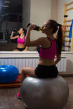 Πρακτική στη γυμναστική Στοκ φωτογραφία με δικαίωμα ελεύθερης χρήσης