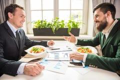 πρακτικό μεσημεριανό γεύμα ζητημάτων φλυτζανιών επιχειρησιακού καφέ που ανοίγουν Στοκ Φωτογραφίες