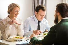 πρακτικό μεσημεριανό γεύμα ζητημάτων φλυτζανιών επιχειρησιακού καφέ που ανοίγουν Στοκ Φωτογραφία