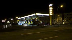 Πρατήριο καυσίμων JET στο νυχτερινό σφάλμα απόθεμα βίντεο