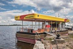 Πρατήριο καυσίμων RosNeft για τις βάρκες στο οχυρό Constantine, Kronshtadt, Ρωσία Στοκ εικόνα με δικαίωμα ελεύθερης χρήσης