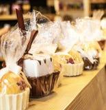 Πραλίνα σοκολάτας και λαϊκό κέικ Στοκ Εικόνες
