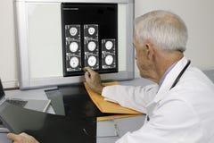 πρεσβύτερος γιατρών στοκ εικόνες με δικαίωμα ελεύθερης χρήσης