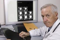 πρεσβύτερος γιατρών Στοκ Εικόνες