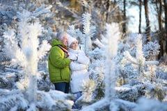 πρεσβύτερος ζευγών υπαί&th Στοκ εικόνα με δικαίωμα ελεύθερης χρήσης