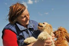 πρεσβύτερος σκυλιών womand Στοκ Φωτογραφίες