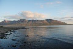 Ρόδινος λάμα λιμνών βουνών πριν από το ηλιοβασίλεμα. στοκ φωτογραφίες
