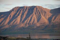 Ρόδινος λάμα λιμνών βουνών πριν από το ηλιοβασίλεμα. στοκ εικόνες