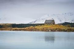 Πριν από το sunsire στα μέρη παραδείσου στη νότια Νέα Ζηλανδία/τη λίμνη Tekapo/την εκκλησία του καλού ποιμένα Στοκ Εικόνες