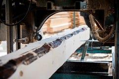 πριονιστήριο ξύλινη επεξεργασία Πριόνι ζωνών στοκ εικόνες