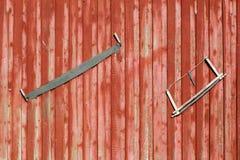 Πριόνια σε μια πόρτα στοκ φωτογραφία με δικαίωμα ελεύθερης χρήσης