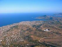 Προάστια της Αθήνας, της θάλασσας και των βουνών από την εναέρια άποψη Στοκ εικόνα με δικαίωμα ελεύθερης χρήσης