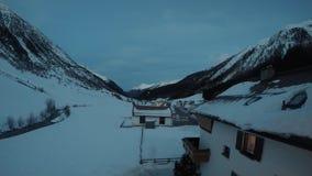 Προάστιο βουνών το χειμώνα απόθεμα βίντεο