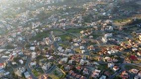 Προαστιακή γειτονιά της Λεμεσού με τα σύγχρονα κατοικημένα σπίτια διαβίωσης E φιλμ μικρού μήκους