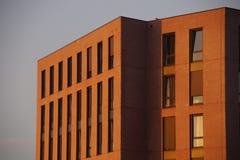 Προαστιακό κτήριο - σούρουπο Στοκ Φωτογραφία