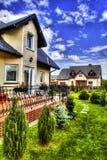 Προαστιακό σπίτι με τον κήπο Στοκ Φωτογραφίες