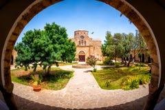 Προαύλιο μοναστηριών Αγίου Barnabas Περιοχή Famagusta, Κύπρος Στοκ Εικόνες