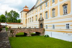 Προαύλιο του κάστρου σε Slovenska Bistrica Στοκ εικόνες με δικαίωμα ελεύθερης χρήσης