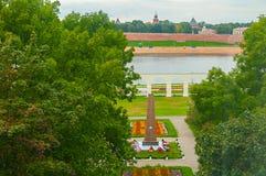 Προαύλιο Yaroslav ` s και το μνημείο στους ήρωες του μεγάλου πατριωτικού πολέμου σε Veliky Novgorod, Ρωσία - δείτε από το ύψος Στοκ Εικόνα