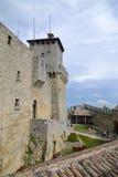 Προαύλιο πύργων του Άγιου Μαρίνου στοκ φωτογραφίες
