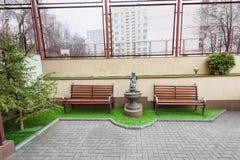 Προαύλιο σπιτιών διαμερισμάτων Στοκ φωτογραφία με δικαίωμα ελεύθερης χρήσης
