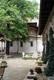Προαύλιο της εκκλησίας μοναστηριών Biserica Mănăstirii Stavropoleos Stavropoleos, Bucarest Στοκ Εικόνες