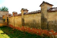 Προαύλιο της ενισχυμένης μεσαιωνικής σαξονικής εβαγγελικής εκκλησίας στο χωριό Felmer, Felmern, Τρανσυλβανία, Ρουμανία Στοκ Εικόνες