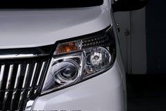 Προβολέας αυτοκινήτων στο άσπρο αυτοκίνητο στοκ φωτογραφίες με δικαίωμα ελεύθερης χρήσης