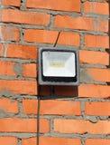 Προβολέας οδηγήσεων, φως σημείων στο τοπ εργοτάξιο οικοδομής σπιτιών υπαίθριο Στοκ Εικόνα
