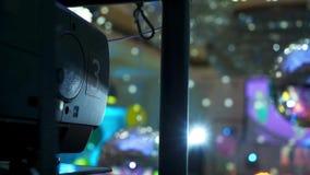 Προβολέας πολυμέσων και discoball στο κόμμα απόθεμα βίντεο