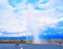 Προβολή ύδατος Δ ` EAU Ελβετία λιμνών της Γενεύης Geneve Στοκ Εικόνα