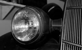 Προβολείς και σχάρα θερμαντικών σωμάτων ενός παλαιού αυτοκινήτου Στοκ Εικόνες
