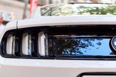 Προβολείς του άσπρου αυτοκινήτου στοκ φωτογραφίες