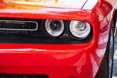 Προβολείς του κόκκινου αυτοκινήτου στοκ εικόνες