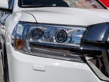 Προβολέας αυτοκινήτων ενός νέου άσπρου αυτοκινήτου Στοκ φωτογραφία με δικαίωμα ελεύθερης χρήσης